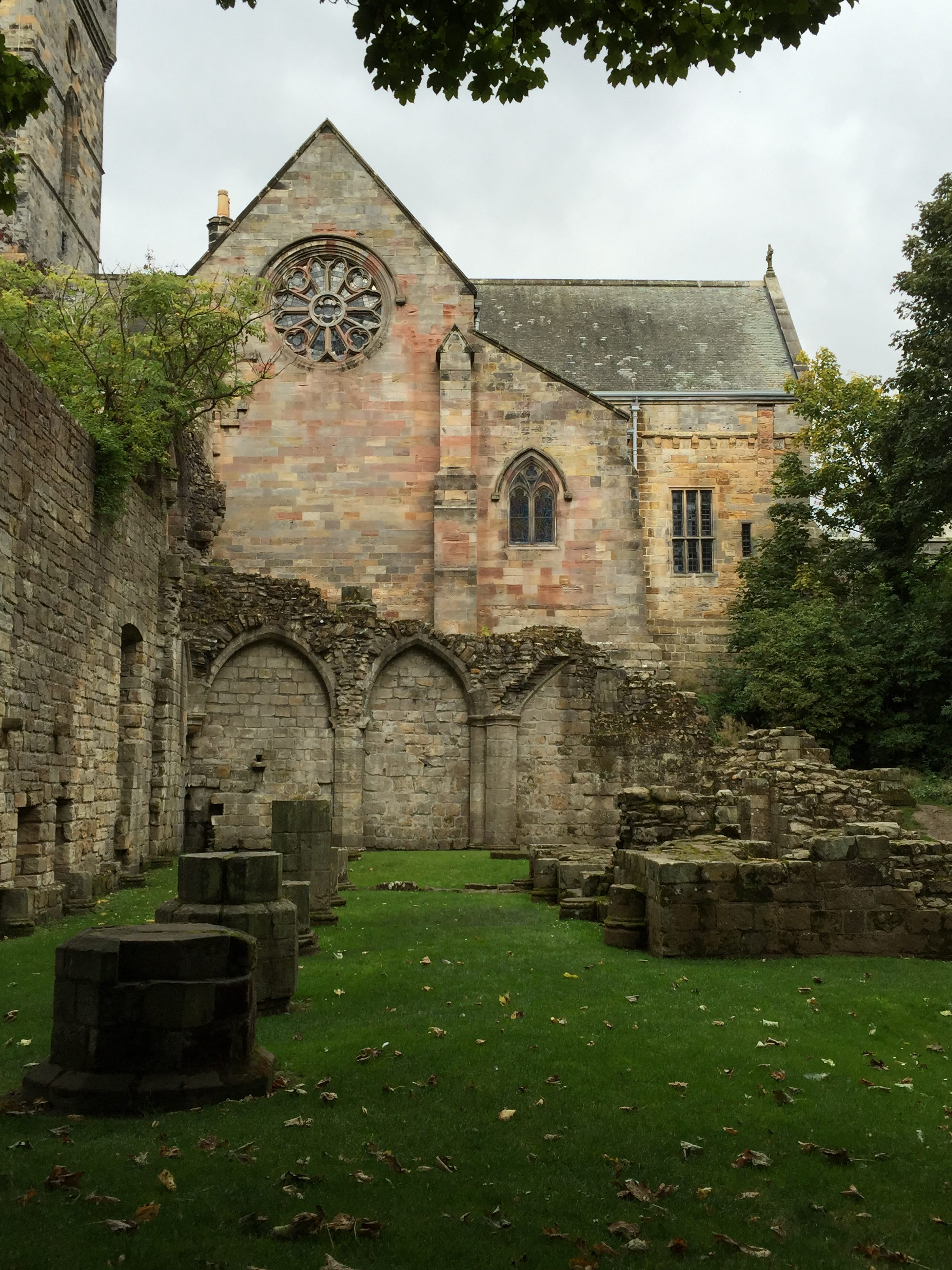 Old abbey church of Culross Abbey, with partially crumbling walls.
